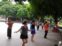 Шэньчжэнь, Китай: женщины танцуют Стоковые Фотографии RF