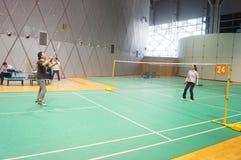 Шэньчжэнь, Китай: играть бадминтон Стоковое Фото