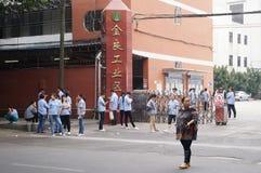 Шэньчжэнь, Китай: индустриальная зона и работники Стоковое фото RF