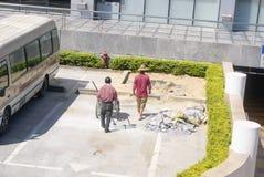 Шэньчжэнь, Китай: рабочий-строители на работе Стоковые Изображения RF