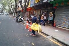 Шэньчжэнь, Китай: собирать женщин утиля более старых Стоковое Фото