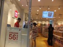 Шэньчжэнь, Китай: товары на дисплее в супермаркетах Стоковая Фотография