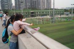 Шэньчжэнь, Китай: Футбол детей в тренировке Стоковая Фотография RF