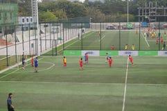 Шэньчжэнь, Китай: Футбол детей в тренировке Стоковое Изображение RF