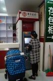 Шэньчжэнь, фарфор: машина atm банка Стоковые Изображения RF