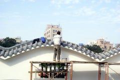 Шэньчжэнь, фарфор: работники в стене здания Стоковые Фотографии RF