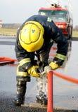 Шланг пожарного conecting Стоковые Фотографии RF
