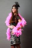 Шлейф девушки розовый и черное перо на голове Масленица Стоковые Фото