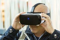 Шлемофоны VR, виртуальная реальность устанавливают, стекла VR Стоковое Изображение