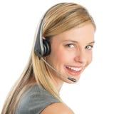 Шлемофон счастливого женского обслуживания клиента репрезентивный нося стоковые фото