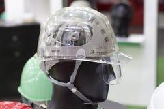 Шлем безопасности бирюзы на полке; Работая трудная шляпа Стоковая Фотография RF