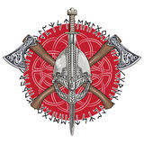 Шлем Викинга, пересеченные оси Викинга и в венке скандинавской картины и норвежских runes бесплатная иллюстрация