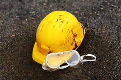 Шлем и изумлённые взгляды оборудования для обеспечения безопасности Стоковое фото RF
