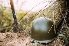 Шлем металла солдата пехоты советской русской Красной Армии во время Стоковое Фото