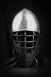 Шлем для средневекового боя Весьма предохранение от спорта Черно-белая стальная комбинация армянских стоковые фотографии rf