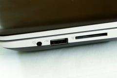 Шлиц контакта гнезда карточки sd наушников компьютера на с electrici Стоковое фото RF