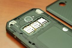 Шлиц для двойных карточек SIM Конец-вверх фото Стоковые Фотографии RF