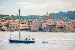 Шлюпка в гавани на Святой-Tropez стоковые изображения