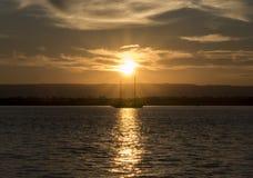 Шлюпка в заходе солнца Стоковое фото RF