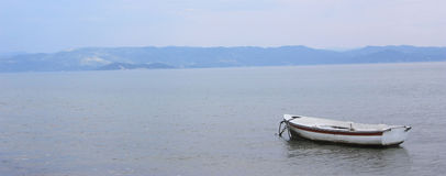 Шлюпка в море Стоковые Фото