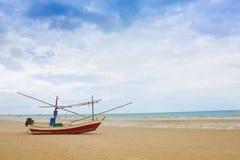 Шлюпка в море Hua Hin Таиланде Стоковые Изображения