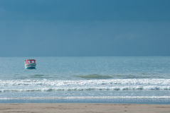 Шлюпка в океане Стоковые Фото