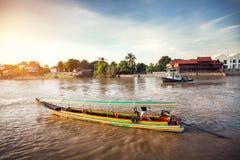 Шлюпка длинного хвоста в Ayutthaya, Таиланде стоковые фото