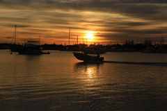 Шлюпка и восход солнца скорости Стоковая Фотография
