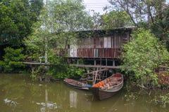 Шлюпка и дом около канала Стоковая Фотография RF