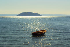 Шлюпка и Средиземное море, Greese Стоковые Фотографии RF