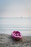 Шлюпка каяка на пляже Стоковое фото RF