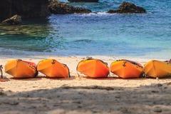 Шлюпка каяка на пляже Стоковые Фото
