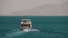 Шлюпка круиза плавает в Красное Море видеоматериал