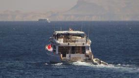 Шлюпка круиза плавает в Красное Море акции видеоматериалы