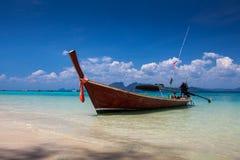 Шлюпка на море в Trang стоковые изображения