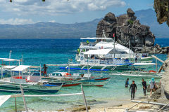 Шлюпка на море на острове Apo Стоковое Изображение RF