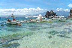 Шлюпка на море на острове Apo Стоковое фото RF