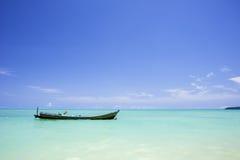 Шлюпка на море Стоковое Фото