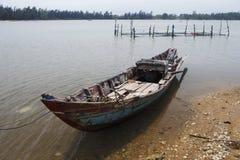 Шлюпка на озере Вьетнаме Стоковое Изображение RF