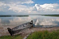 Шлюпка на озере Стоковые Фото