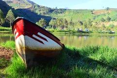 Шлюпка на озере Стоковая Фотография RF