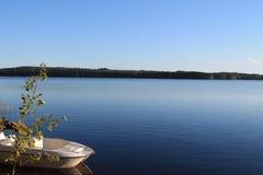 Шлюпка на озере Стоковая Фотография