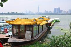 Шлюпка на озере Xuanwu, Нанкине, Китае Стоковая Фотография RF