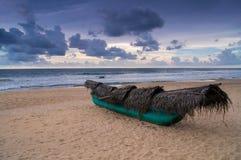 Шлюпка на пляже Стоковые Изображения RF