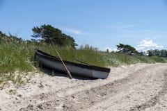 Шлюпка на пляже Стоковое Изображение