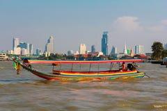 Шлюпка на реке в Бангкоке, Таиланде Стоковые Фото
