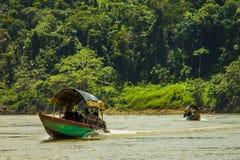 Шлюпка на реке Usumacinta стоковое изображение rf