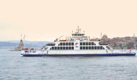 Шлюпка пассажира в Bosphorus, Стамбуле Стоковое Фото