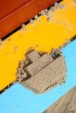 Шлюпка песка на яркой доске Стоковая Фотография