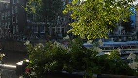 Шлюпка путешествия Амстердама на канале Herengracht акции видеоматериалы